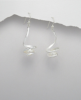 382-2856 - 925 Sterling Silver Hook Earrings Decorated With Fresh Water Pearls