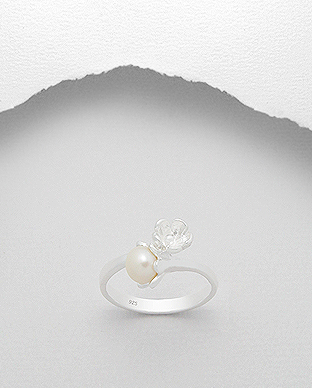 382-3308 - 925 Sterling Silver Flower Ring Decorated With Fresh Water Pearl
