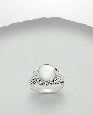 473-2642 - 925 Sterling Silver Ring Decorated With Shell