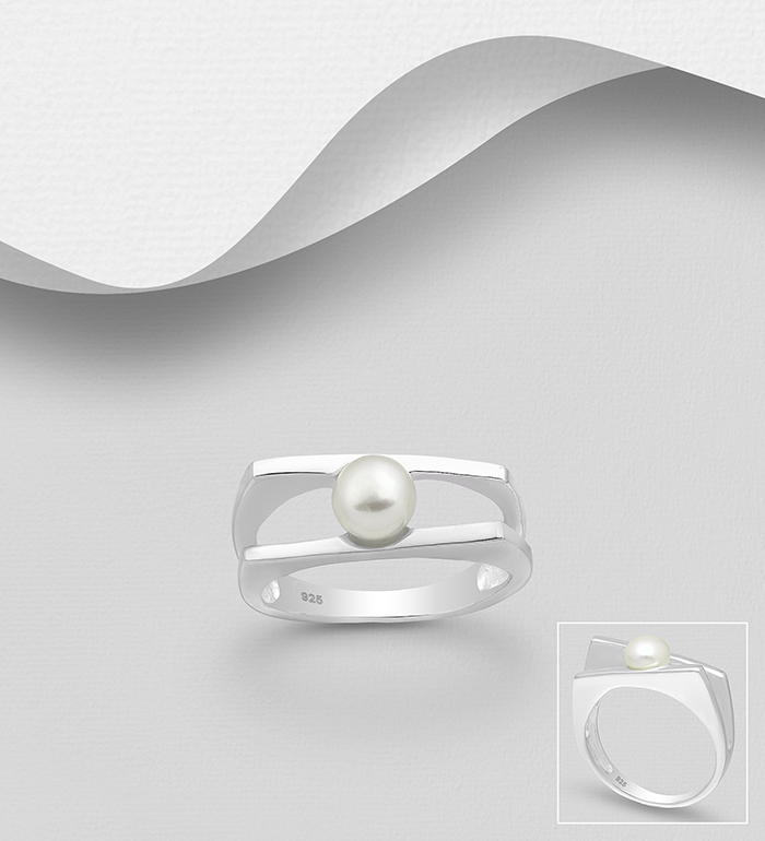 382-4438 - 925 Sterling Silver Ring Decorated With Fresh Water Pearls