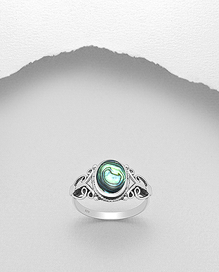789-3378 - 925 Sterling Silver Ring Decorated With Shell