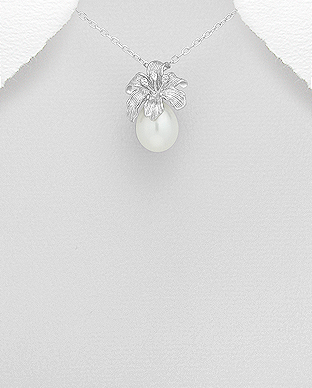 382-4768 - 925 Sterling Silver Flower Pendant Decorated With Fresh Water Pearl