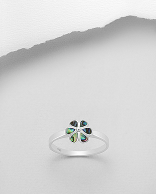 789-3620 - 925 Sterling Silver Flower Ring Decorated With Shell