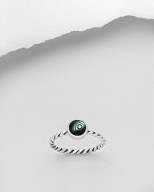 789-3709 - 925 Sterling Silver Ring Decorated With Shell