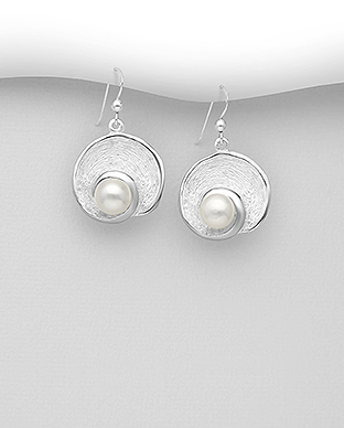382-5314 - 925 Sterling Silver Hook Earrings Decorated With Fresh Water Pearls