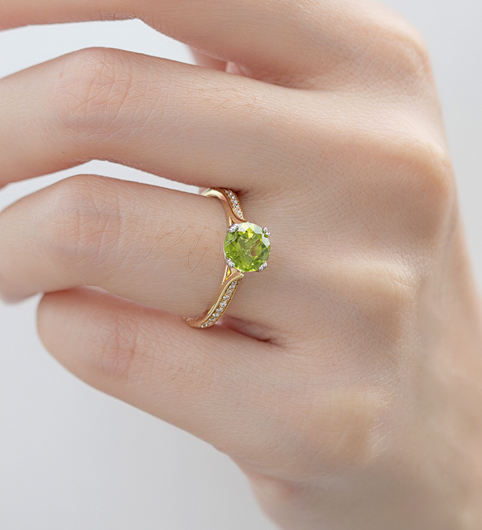 33-0047 - Two Tone Engagement Ring in 18K Yellow Gold, Decorated with Peridot and Diamonds.