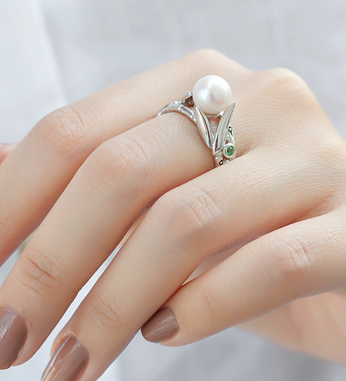 33-0048 - Italian Craftmanship - Bamboo Double Band Ring in Sterling Silver, Decorated with Freshwater Pearl and Tsavorites