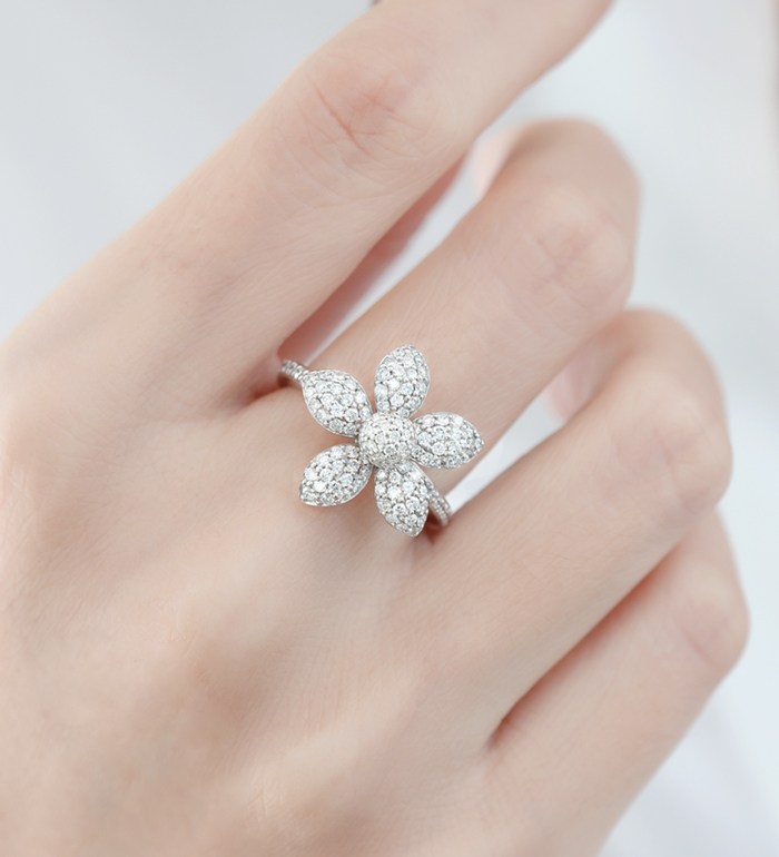 33-0116 - Five Petals Flower Ring in 18K White Gold, Decorated with Diamonds