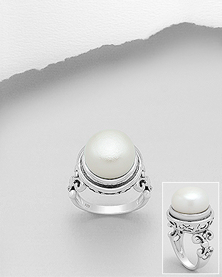 382-4588 - 925 Sterling Silver Ring Decorated With Fresh Water Pearl