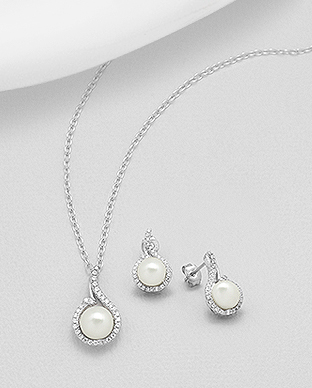 382-4987 - 925 Sterling Silver Set of Earrings And Pendant Decorated With CZ And Fresh Water Pearls