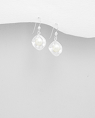 382-5014 - 925 Sterling Silver Hook Earrings Decorated With Fresh Water Pearls