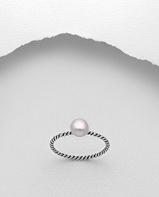 382-5268 - 925 Sterling Silver Oxidized Ring Decorated With Fresh Water Pearl