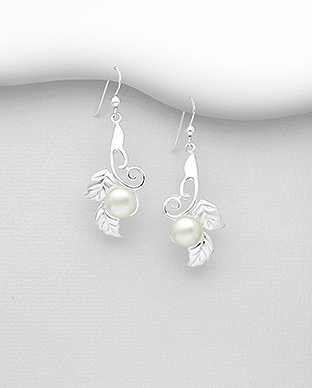 382-5320 - 925 Sterling Silver Hook Earrings Featuring Leaf Decorated With Fresh Water Pearls
